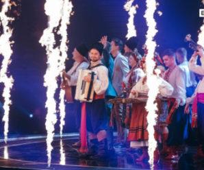 """Ведучі """"Євробачення-2017″ із гопаком та сопілкою колоритно відкрили другий півфінал """"Євробачення-2017"""" (фото, відео)"""