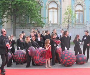 Жахливі ведучі й відсутність атмосфери: журналіст про відкриття Євробачення