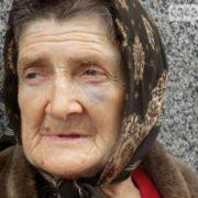 Ліпше би-м вмерла: на Прикарпатті рідні знущаються з старенької бабусі