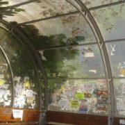 Невідомі вандали понищили зупинку у центрі Івано-Франківська (фото)