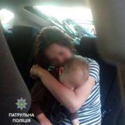 Просто ШОК! У Франківську патрульні затримали матір напідпитку, півторарічну дитину шпиталізували. ФОТО