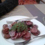 """Франківчани кепкують з """"пивної тарілки"""" в одному з відомих кафе міста(фото)"""