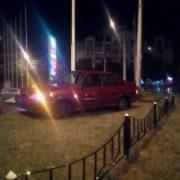 Потрійне ДТП в Івано-Франківську: одна з автівок протаранила огорожу заправки