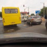 До уваги водіїв: на одній із вулиць міста прорвало каналізацію. ФОТО
