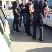 В центрі Івано-Франківська компанія п'яного «бидла» кидалася на перехожих (фото)