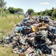 Наглості немає меж! Це вже неможливо! Купи львівського сміття висипали коло Галича. ФОТО