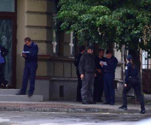 Небезпечні вулиці: поліція затримала хлопця зі шприцем і білим порошком прямона вулиці. ФОТО