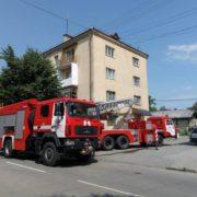 В центрі Івано-франківська у багатоповерхівці загорілася квартира, – пожежники врятували двох жінок (фото)