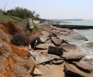 Добравшись до пляжу, жахнувся, – журналіст показав фото набережної у Криму