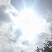 Неймовірне видіння! У небі над Португалією побачили Діву Марію (відео)