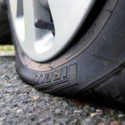 Що робити, якщо на швидкості проб'є переднє колесо