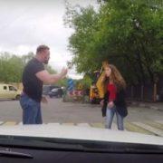 Миттєва карма! У здорованя не було жодного шансу: Як дівчина покарала автохама, який ледь її не розчавив на переході (відео)