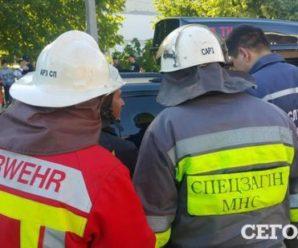 У Києві трамвай на cмepть зaдaвив жінку (фото)