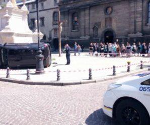 У центрі Львова машина влетіла у натовп людей: є загиблі і поранені