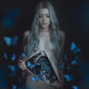 Фотохудожниця перетворює своїх моделей на героїнь казок