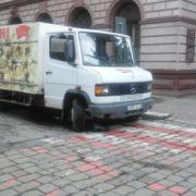 Парковка в забороненому місці Івано-Франківського водія могла призвести до трагедії