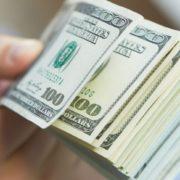Долар може коштувати 20 гривень – економіст
