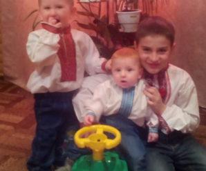 Трійко братиків з Верховинщини з «хворобою ангелів» потребують допомоги