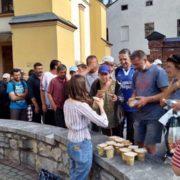У Франківську волонтери нагодували потребуючих (відео)