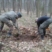 У лісі на Прикарпатті знайшли останки трьох осіб (відео)