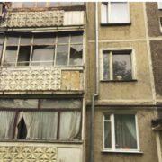Страшне сусідство. У Франківську 79-річна бабуся тероризує багатоповерхівку