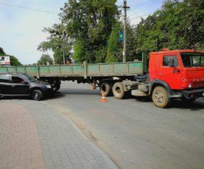ДТП у Франківську: Дві автівки не поділили поворот