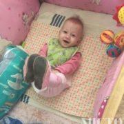 У Франківську півроку чужі люди навідують немовля, яке батьки залишили у лікарні (фото)