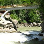 У Яремчі на водоспаді насмерть розбився невідомий чоловік