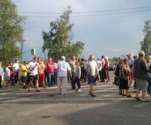 У Драгомирчанах четвертий день блокують дорогу на Яремче