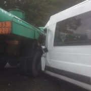Вантажівка зіткнулась з мікроавтобусом: є жертва та постраждали діти. ФОТО