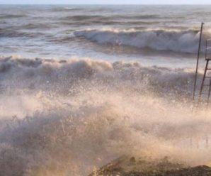 Біля окупованого Криму тоне іноземне судно: рятувальники шукають 6 зниклих моряків