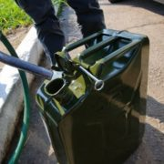 Ціна на пальне в Україні знову зменшиться