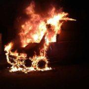 Небезпечний вогонь: вночі у Коломиї горів мікроавтобус