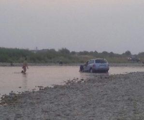 Прикарпатець зафіксував чергового авторагуля, який мив своє авто у Дністрі (відео)