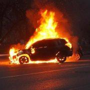 """Невідомі підпалили іномарку екс-поліцейського, який """"кришував"""" наркобізнес на Прикарпатті"""