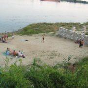 На популярному курорті знайшли закривавлене тіло молодої жінки