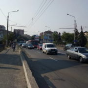 Франківськ стоїть у заторах. Дорожники ремонтують міст на Пасічну (ФОТО)