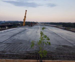 Швидкими темпами: буковелівська фірма ПБС вже до 28 серпня планує завершити будівництво мосту в Драгомирчанах