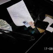Іванофранківець повернув власнику знайдену сумку з документами та 1300 доларами (фото)