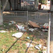 Стихійна торгівля і сміття після неї. Франківчани в шоці. ФОТО