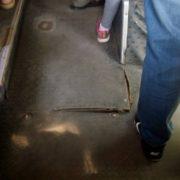 У франківській маршрутці провалилась підлога. Автобус продовжує рейс