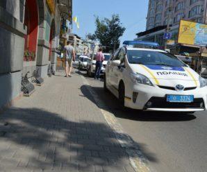 Голлівудське переслідування у Франківську: патрульні зупинили авто з пораненим чоловіком та учасником стрілянини (фото)
