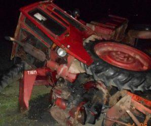На Прикарпатті «БМВ» врізався у трактор. Двоє осіб госпіталізовано