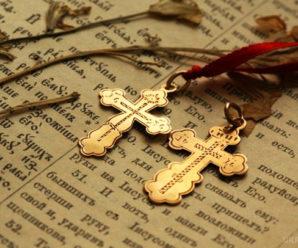 Як не можна поводитися з натільним хрестиком!