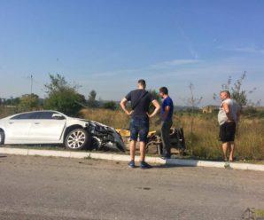 На Франківщині внаслідок ДТП дві автівки злетіли з дороги (фотофакт)