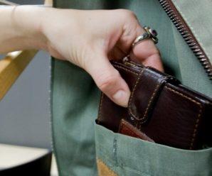 У франківській маршрутці затримали 19-річну злодійку, яка викрала у пасажирки гаманець