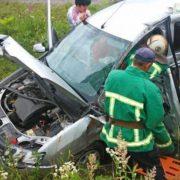 Після ДТП у Яремче, потерпілих із понівеченого автомобіля довелось вирізати рятувальникам