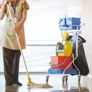 Мами, які лежать у лікарнях з дітьми, тепер будуть мити у відділеннях коридори і туалети