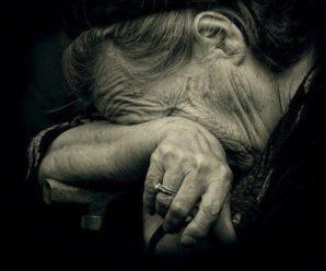 """Старенька ходить на власну могилу і плаче: На Кіровоградщині дочка """"поховала"""" матір заради земельного паю"""