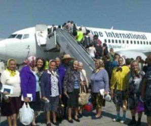 """""""Безвізові"""" бабусі, які поставили на вуха увесь аеропорт, розповіли подробиці своїх єврогастролів (відео)"""